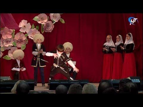 В Новгородском университете прошел традиционный Фестиваль песни и танца