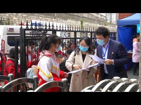 Επιστροφή στα σχολεία για τους κινέζους μαθητές