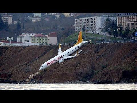 Αεροσκάφος βγήκε από τον διάδρομο προσγείωσης και «γλίστρησε» στο γκρεμό…