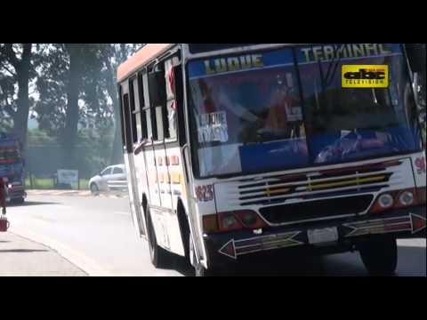 Buses repletos de pasajeros durante operativo retorno y basura en las calles