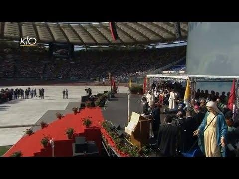 1er juin 2014, le pape François se rend à la rencontre du Renouveau charismatique qui se tient au stade olympique de Rome.