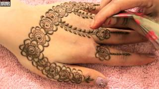 Easy Simple Gulf Roses Bel Mehndi PatternSyep by Step Beautiful Keri Floral Mehendi Designs Click For Best Mehndi CONES http://amzn.to/2bTRcqaLIKE My FB http://www.facebook.com/MehndiArtisticaMehndi Book http://amzn.to/2bTRcqaClick For Indian Bridal Saree/Wedding Sarees : http://goo.gl/CWw20Mehndi, the ancient art of painting on the skin with henna, beautifies the body, rejuvenates the spirit, and celebrates the joys of creativity and self-expression :)