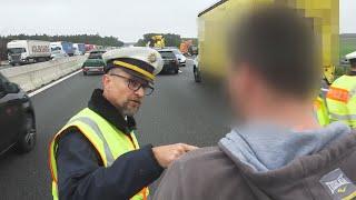 Wkurzonemu policjantowi puściły nerwy na autostradzie, zaczął krzyczeć na gapiów