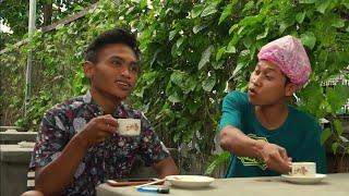 Download Video EGA AL FARIZ  (AGUS KOTAK) CUKUR SANTAI #2 BELAJAR MEWARNAI KEHIDUPAN || BARBERSHOP INDONESIA MP3 3GP MP4