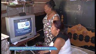 Moradora de assentamento de Bauru ajuda familiares e amigos a instalar kit digital