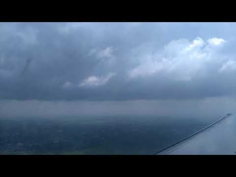Amazing Airasia landing in rain