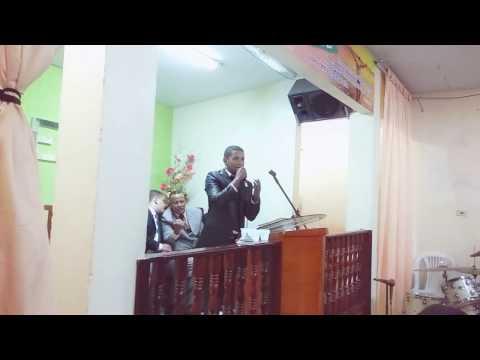 Mizaque Lins em Quipapa-PE cantando Derrubando Gigante.
