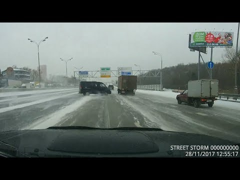 ДТП в Москве - Занесло Газель Соболь