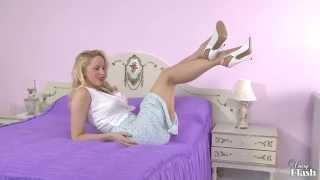Sam Alexandra - Leggy RHT Adoration!