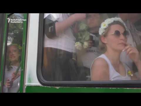 Mолдован Полике Халт ЛГБТ Mарч То Авоид Клаш Виз Коантерпротестерс