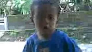 Video lucu anak kecil.3gp