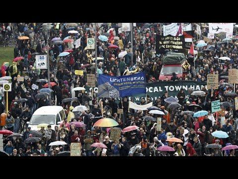 Tausende demonstrieren gegen den