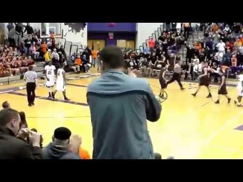 Jake Dixon Dunk-Bethel Park Basketball (видео)