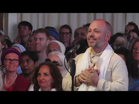 """Mooji Video: Give to Others But Don't Become a """"Giver"""""""