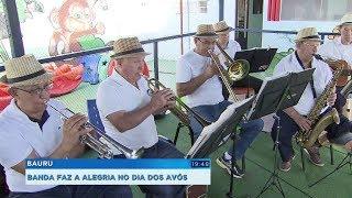 Banda faz apresentação em escola de Bauru em homenagem ao Dia dos Avós