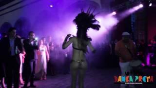 Batucada y bailarinas en la fiesta del Rey de Holanda