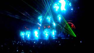 Chris Brown- Beautiful People (Live)