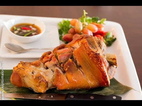 ... Crispy Pata (Crispy on the outside; tender and juicy on the inside