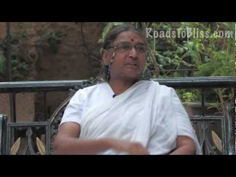Dr. Geeta S. Iyengar on Yoga Kurunta  (the use of ropes for the practice of yoga).mov