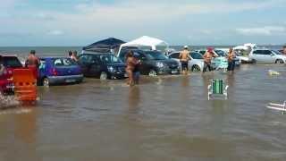 Parkowanie na plaży to nie jest dobry pomysł.