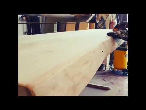 XLAB Design lavorazione artigianale mensola in legno massello taglio tronco naturale made in italy