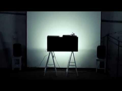 這名藝術家將樹切成片後放到唱片機上,播出來的柔美音樂竟然好聽到讓人差點融化了!