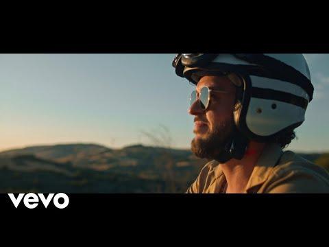 Claudio Capéo - C'est une chanson (Clip officiel)