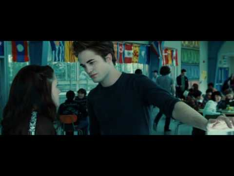 Twilight Cafeteria Scene: Edward So Sexy, but... Vampire can sweat?