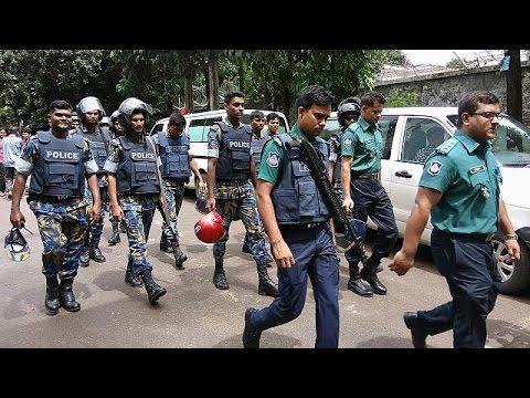 Μπαγκλαντές: Απελευθερώθηκαν οι πρώτοι όμηροι από το εστιατόριο