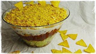"""Rezept für einen mexikanischen Schichtsalat  Tacosalat  Nachosalat  PartysalatFolgt mir doch auch auf folgenden Plattformen. Ihr könnt mir darüber auch sehr gern Bilder von Euren Werken schicken :)FACEBOOK: https://www.facebook.com/GenussVoll88INSTAGRAM: https://www.instagram.com/genussvoll_yt/In diesem Video zeige ich euch ein sehr leckeres, schnelles und einfaches Rezept für einen mexikanischen Schichtsalat oder auch Tacosalat bzw. Nachosalat. Dieser Partysalat lässt sich sehr gut vorbereiten und ist damit ideal für jede Party oder auch für ein schnelles Abendessen geeignet.Rezept für die Salsa Sauce: https://www.youtube.com/watch?v=FHqZ8CZoUTc&t=25sZutaten:1 mittelgroße Zwiebel500g Rinderhackfleisch1 kleiner Kopf Eisbergsalat1/2 Salatgurkeca. 300 bis 400g Salsa Sauce1 Dose Mais2 Dosen Kidneybohnen400g saure Sahne (und ca. 70ml Wasser zum glattrühren)150g geriebenen Käse (z.B. Gouda)ca. 150g Tortillachips (ich habe die Sorte Chili verwendet)Ich wünsche Euch ganz viel Spaß beim Nachmachen und gutes Gelingen :) Lasst mir gern Feedback da!Eure AnnikaDas gezeigte Bildmaterial wurde ausschließlich von mir aufgenommen, daher besitze ich das volle Eigentumsrecht.Die Hintergrundmusik ist Gemafreie Musik zur freien Verwendung freigegeben.Music from Epidemic Sound (http://www.epidemicsound.com)__Meine BackutensilienRührmaschine: http://amzn.to/2btkk83 (ich habe das Vorgängermodell und bin sehr zufrieden!) *Handrührgerät: http://amzn.to/2cYnosL *Springform 26cm: http://amzn.to/2bC6XWb *Springform 18cm: http://amzn.to/2b0dVWp *Blechkuchen-Springform 38x25cm: http://amzn.to/2b0dQlv *Tortenring: http://amzn.to/2btl9O8 *Backrahmen: http://amzn.to/2btmlRr *Tarteform: http://amzn.to/2btk494 *Gugelhupfform: http://amzn.to/2b0fFit *Tortensäge: http://amzn.to/2b0g5W6 *Mein FilmequipmentKamera: http://amzn.to/2jqQFUi *Stativ: http://amzn.to/1RjWOq3 *Softbox: http://amzn.to/1RjWXde *Videobearbeitungsprogramm: http://amzn.to/1RiRUA7 ** Alle Amazon-Links und meine """"Stuffwe.Love""""-Shops en"""