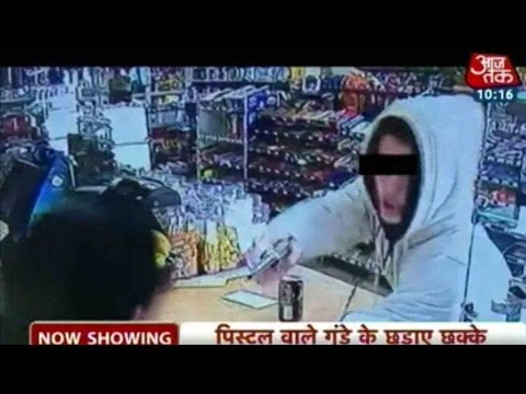 Indian-Cashier-Fights-off-Armed-Robber-With-Bare-Hands-05-03-2016