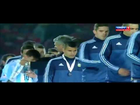 Leo Messi Take Off Medal Immediately After Receiving It ● Copa America 2015 Trophy Celebration