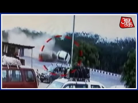 Video Major Accident On Rajasthan Highway Near Sirohi download in MP3, 3GP, MP4, WEBM, AVI, FLV January 2017