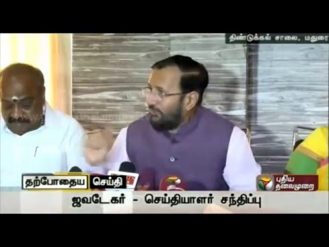 Prakash-Javadekar-avoiding-an-accusation-about-the-party-at-the-press-conference-in-Madurai