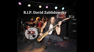 David Z, der Bassist von Adrenaline Mob, ist bei einem Verkehrsunfall auf dem Weg zu einem Auftritt verstorben.Zu mir:Facebook: https://www.facebook.com/TiggaAC/Facebook: https://www.facebook.com/Mittelaltermarktmusik/Twitter: https://twitter.com/TiggaAC
