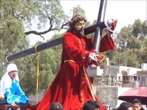 Estatua de Jesús mueve la cabeza