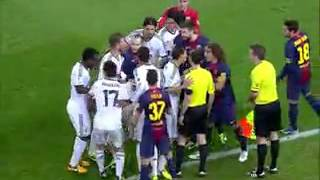 Драка Пепе и Пуеля Реал-Барселона