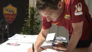 One of the greatest stories ever told ... remembered by the man who wrote it.Disegni di Fabio Hot Stuff Redaelli Subscribe to AS Roma on YouTube: http://bit.ly/ASRoma_Welcome to the official Youtube channel of AS Roma.Il canale ufficiale Youtube dell'AS Roma.Roma Network è il mondo dell'intrattenimento e del lifestyle per i tifosi giallorossi di tutto il mondo.Facebook: https://www.facebook.com/officialasromaGoogle+: https://plus.google.com/u/1/+asroma/Instagram: https://instagram.com/officialasroma/Twitter: https://twitter.com/OfficialASRoma