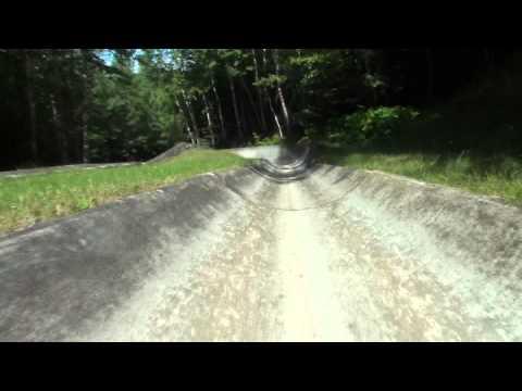 Lutsen Mountan Alpine Slide Crash Footage (видео)