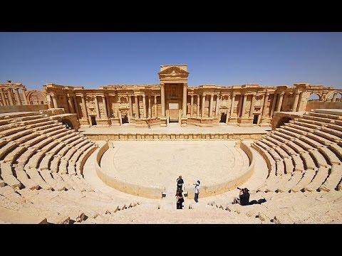 """Στο """"σφυρί"""" έβγαλαν οι τζιχαντιστές αρχαία μνημεία από την Παλμύρα"""