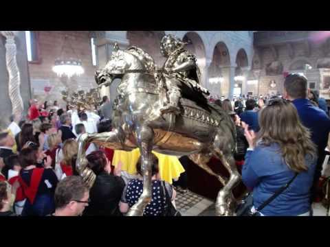 Il rientro della Processione di Sant'Ambrogio del 01 maggio 2017 in Duomo.
