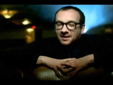 Tekst piosenki Elvis Costello - She po polsku