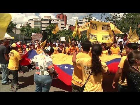Βενεζουέλα: Διαδηλώνει η αντιπολίτευση για το δημοψήφισμα