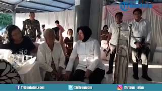 Video Wali Kota Surabaya Tri Rismaharini Kunjungi Kediaman Martha MP3, 3GP, MP4, WEBM, AVI, FLV Januari 2019