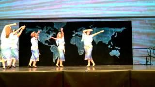 رقص شاد ایرانی توسط یک گروه دخترخانم های ایرانی با آهنگ بعد از نسترن