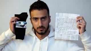 شاب يشتري جوارب وجد بداخلها رسالة وبعد ترجمتها كانت المفاجأة
