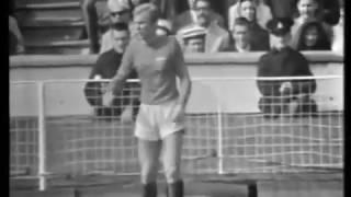 WM 1966: Bobby Moore gegen Deutschland