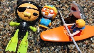 Video 상어 구조대 옥토넛 장난감 콰지의 수영장 물놀이 놀이터 미끄럼틀과 보트타기 Toy Shark in Swimming pool Octonauts Toys Robot Play MP3, 3GP, MP4, WEBM, AVI, FLV Mei 2017