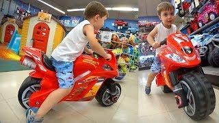 MOTO DE BRINQUEDO NA LOJA TOYS R US!! PJ Masks, Lego, Hand Spinners e Restaurante Chinês