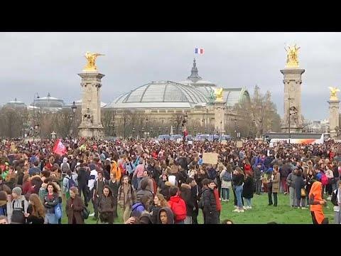 Χιλιάδες μαθητές στους δρόμους όλου του κόσμου για την κλιματική αλλαγή…